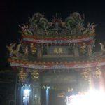 Uno de los templos en el mercado nocturno