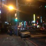 Calle de Taipei en la noche